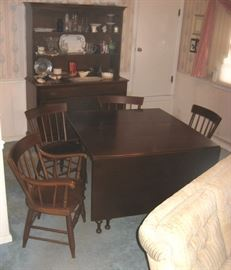 Willett brand quality, wood hutch, drop leaf table w/4 chairs, 2 are armed captain's chairs