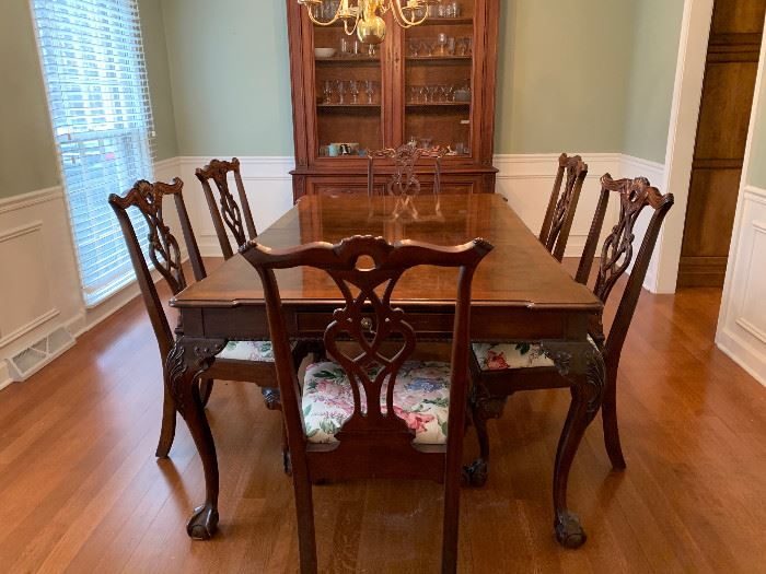 Henredon Rittenhouse Square Mahogany Dining Set.  Table with leaves and 6 chairs.   $3500 FIRM