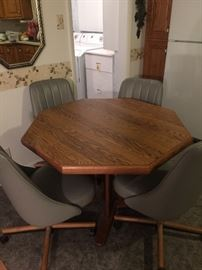 Table w/ 4 padded chairs and leaf, in excellent condition