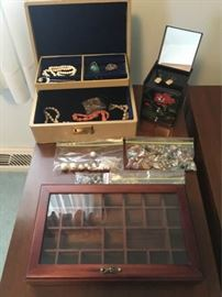 Assorted costume jewelry and jewelry boxes https://ctbids.com/#!/description/share/88856