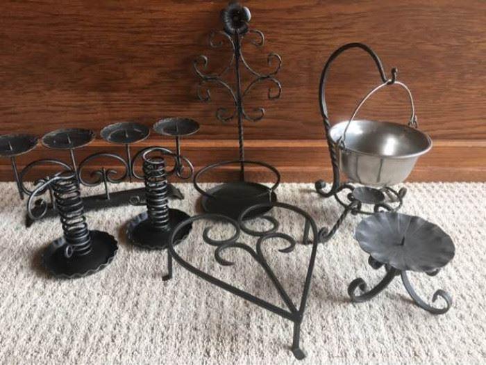 Assorted wrought iron decor/kitchen lot     https://ctbids.com/#!/description/share/88862