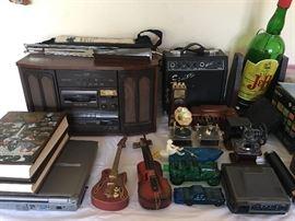 Nice vintage look stereo - nice sound!!  Squier amp, vintage music boxes, cameras, Texas Enclypedia