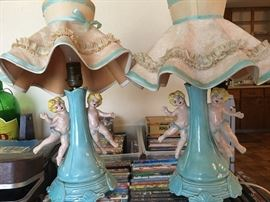 Sweet little cherub lamp set