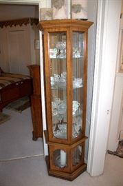 Lighted curio cabinet, crystal / glassware