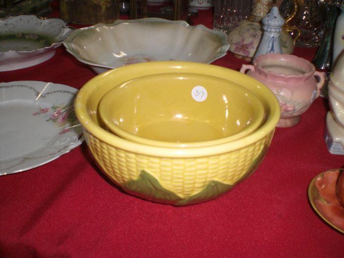 "Shawnee pottery ""Corn King"" nesting bowls"