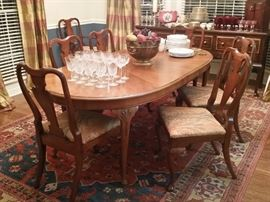 Beautiful mahogany dining table with eight chairs (includes two leaves)