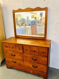 Vintage Wood dresser in Good condition