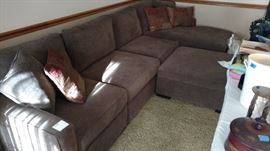 Very Clean Furniture   Sectional