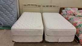 Twin Bed's