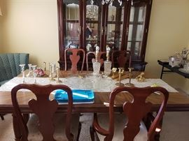 Dinning table with 6 dinning chairs