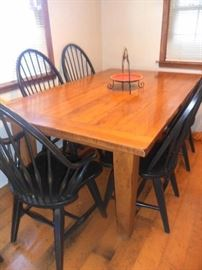 """Broyhill """"Attic Heirloom"""" collection table/6 chairs and 2 leafs"""