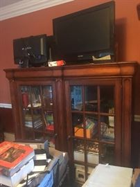 Book cabinet oak wood glass salves gorgeous look$75:00