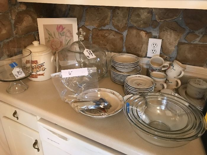 Great kitchen items still available