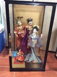 PAC001 Japanese Geisha Dolls in Display Case