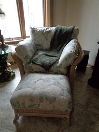 Bassett wicker chair w/ottoman