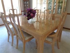 dining table w/leaves & 6 chairs