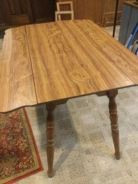 Drop Leaf Table https://ctbids.com/#!/description/share/87966