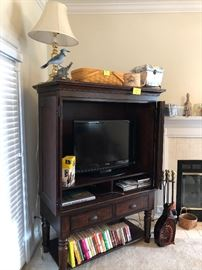 Entertainment center, doors on swing away hinges, flat screen tv (no remote)