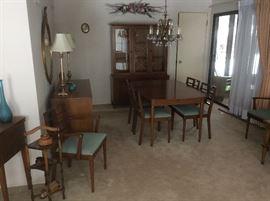 Very nice mid Century dinningroom set.