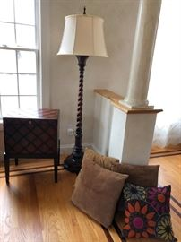 Quilt Pattern Side Table w/ Storage, Floor Lamp, Pillows
