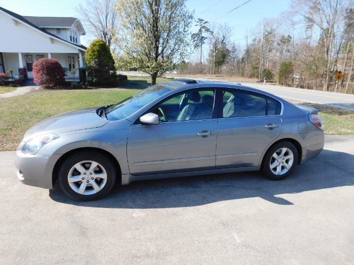 2008 Nissan Altima(69000 miles/Silver/Loaded/4 Cylinder)
