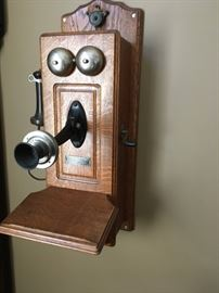 Wow!  a turn-of-the-century oak telephone (early 1900's).