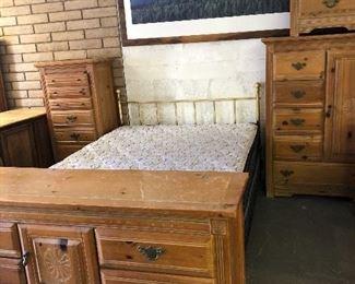Brass and rustic Queen bedroom set!
