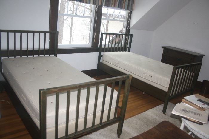 ARTS AND CRAFTS TWIN BEDS