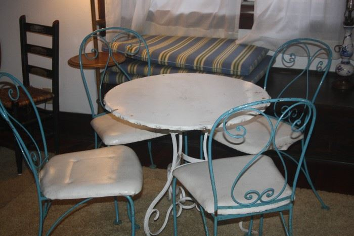 ICE CREAM CHAIRS / METAL TABLE