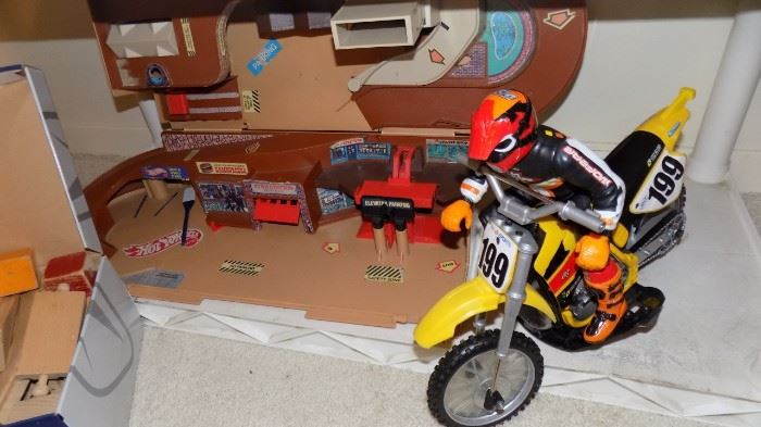 hot wheels shop and motorcycle