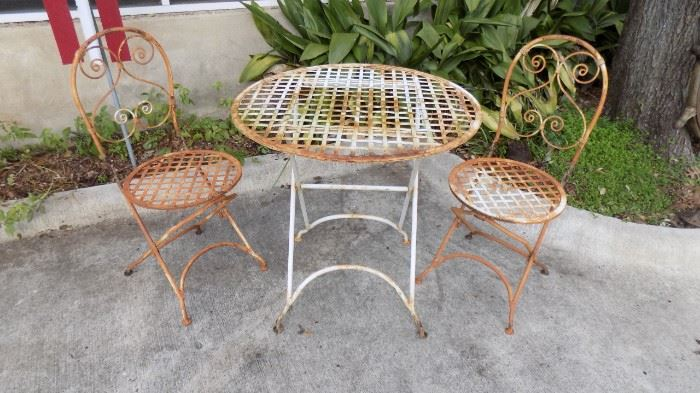 vintage wrought iron table/chairs