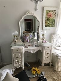 Beautiful dresser/vanity