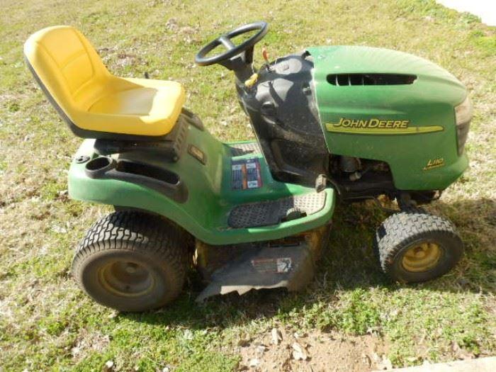 John Deere Riding Lawn Mower works great