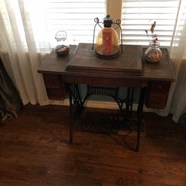 "Antique Singer sewing machine with all the ""stuff"""