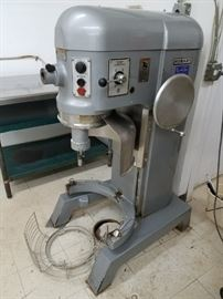 Hobart model #H600 60 qt. mixer with back plate & cage 208-230v 2hp 3ph (no bowl or attachments) Excellent used condition works nice & quiet $4500