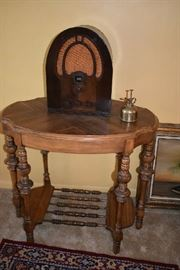 ACCENT TABLE, NON WORKING VINTAGE RADIO