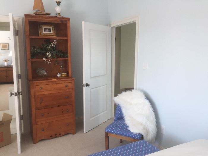 Tall chest bookcase come apart in 2 pieces