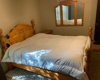 Queen Solid Carved Pine 4 Post Bed w/ Mattress54x64x89in