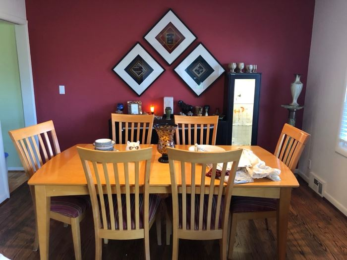 Contemporary dining table and 6 chairs.