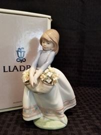 Lladro: May Flowers