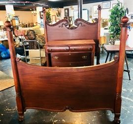 Beautiful Mahogany Bed with Matching Dresser/Mirror