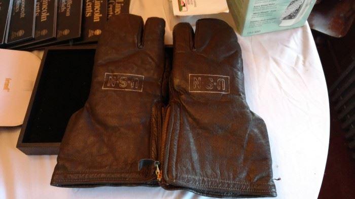US Navy gloves