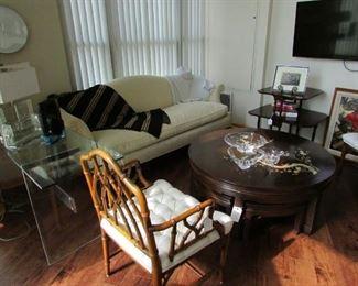 How cute is that sofa!
