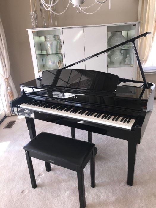 YAMAHA CLAVINOVA CLP-565GP PIANO