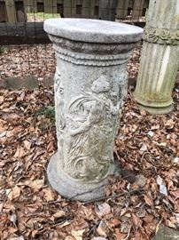 Concrete Garden Pillar Statuary with Roman or Greek Motif
