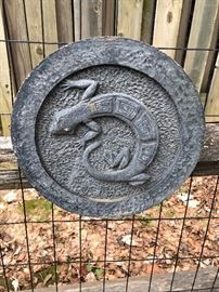 Garden Art Disk with Lizard or Salamander