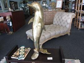 Bronz dolphin statue