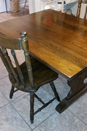 Pub table/4 chairs