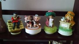 COLLECTIBLE  VINTAGE MUSIC BOXES