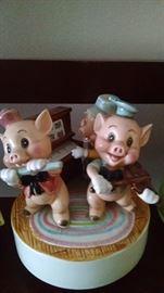 WALT DISNEY MUSIC BOX--THREE LITTLE PIGS